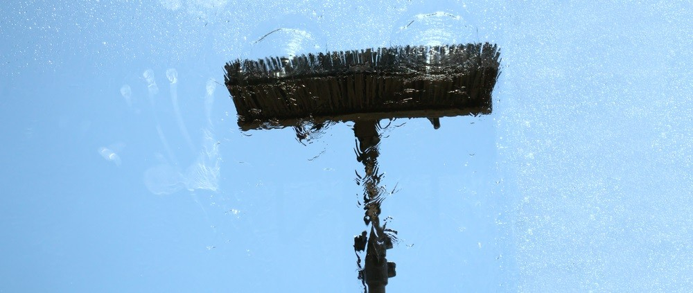 Glasbewassing met de wassteel methode: pas op voor lichamelijke overbelasting